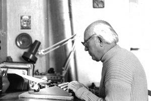 На пишещата машина…