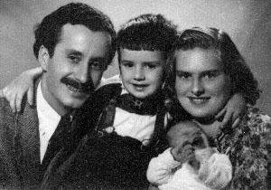 Пенчо Балкански, Р. Балканска, Ал. Балкански (в средата) и Тодор Балкански (бебе)