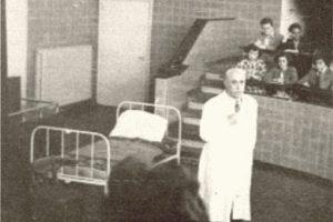 Проф. Никола Шипковенски пред студенти