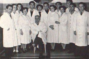 Проф. Никола Шипковенски със студенти