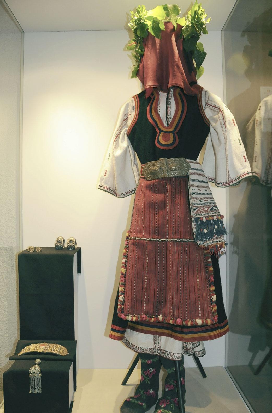 troyan-museum-svatben-spomen-2